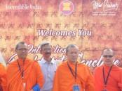 591002-6 รองกตมอบพมชะเอมประชุมชาวพุทธนานาชาติ ณ อินเดีย0