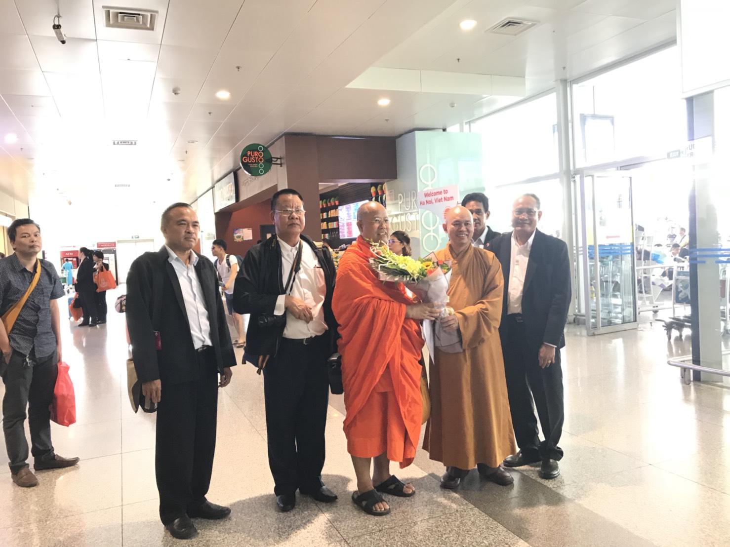 610905 รอง กต ไปฮานอย หารือพระธรรมาจารย์ ดร.ติช ดั๊ก เตียน 2