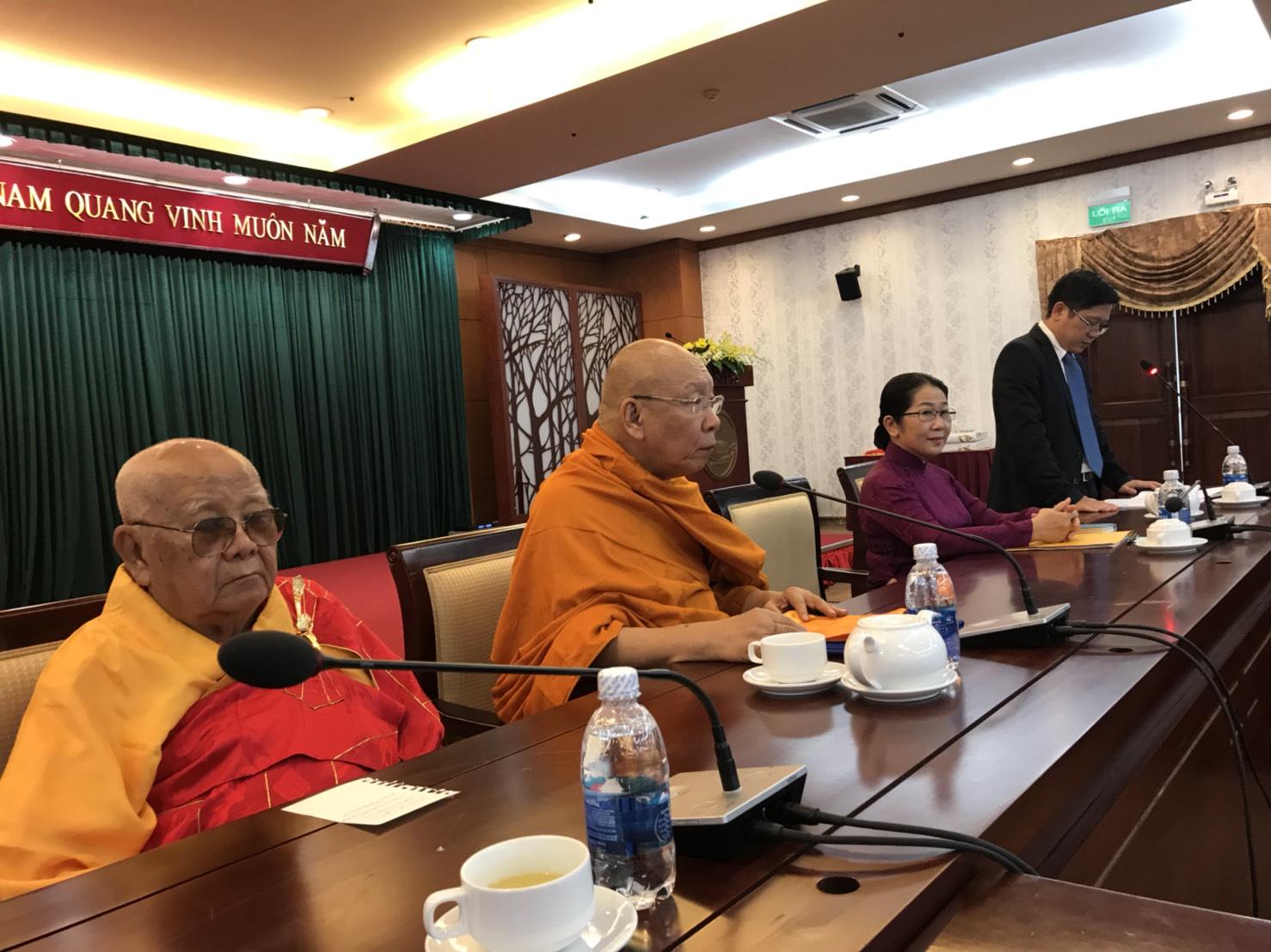 611003 รอง ฯ กต สานสัมพันธ์ พระพุทธศาสนาไทยเวียดนาม 3
