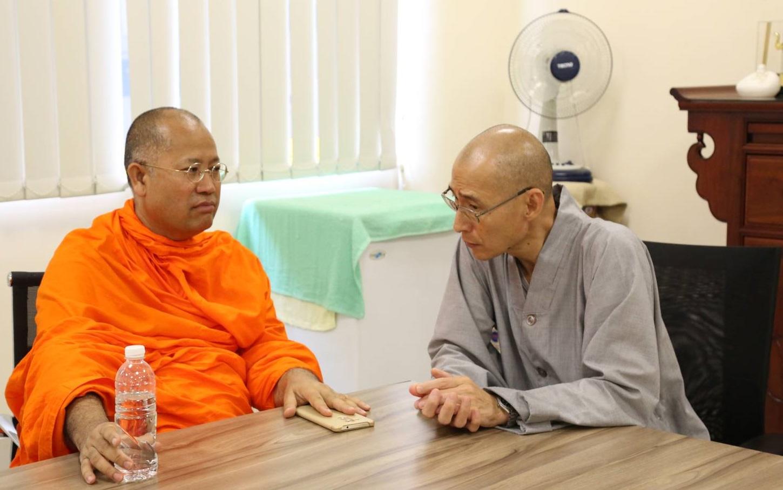 611006  รอง กต เข้าพบ Ven.Dr.Chuan Sheng รองอธิการบดีวิทยาลัยพุทธศาสนาสิงคโปร์ (BCS) 2