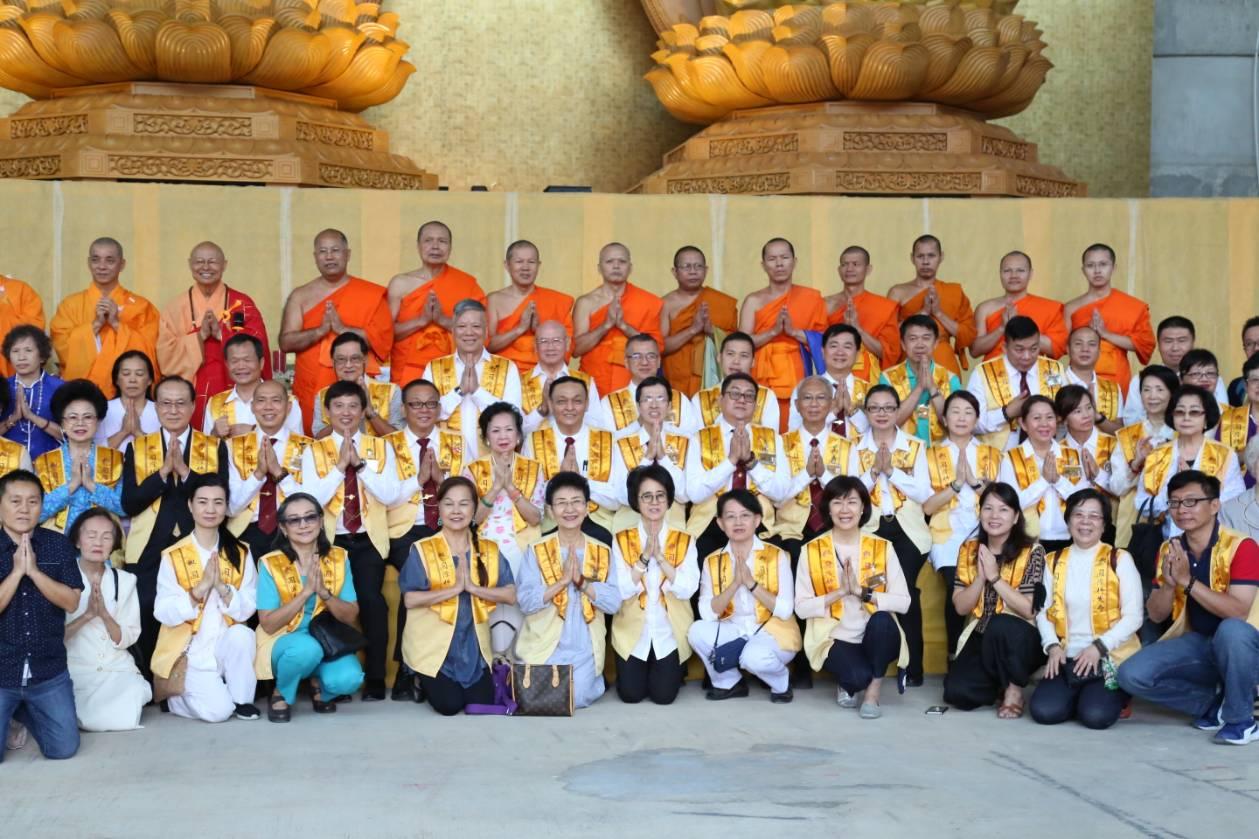 611106 รอง กต ร่วมพิธีอัญเชิญพระประธาน วัดโฝวกวงซัน คู้บอน 13