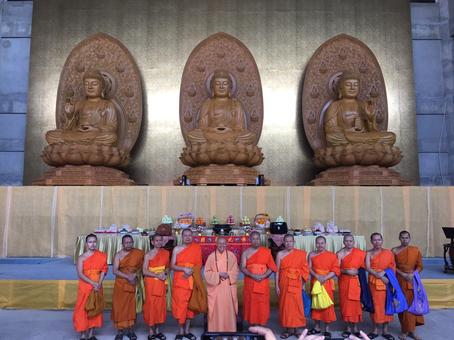 611106 รอง กต ร่วมพิธีอัญเชิญพระประธาน วัดโฝวกวงซัน คู้บอน 15