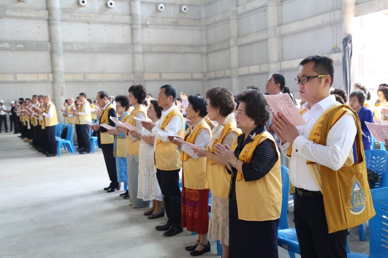 611106 รอง กต ร่วมพิธีอัญเชิญพระประธาน วัดโฝวกวงซัน คู้บอน 8