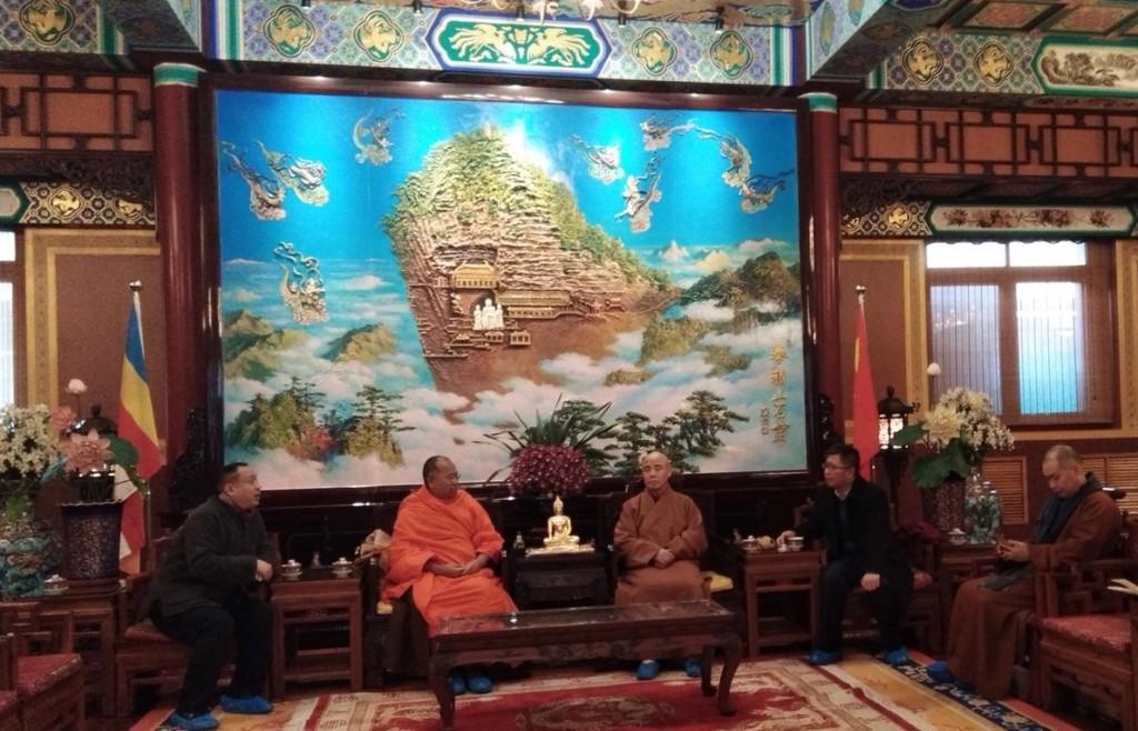 620114 รอง กต ประชุมร่วมกับรักษาการประธานพุทธสมาคมจีน ปักกิ่ง 1
